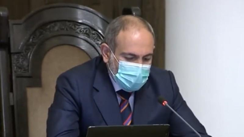 Վարչապետը կառավարության  նիստին մասնակցում էր Հայաստանի պետական դրոշի գույներով փողկապով