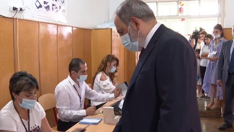 Նիկոլ Փաշինյանը քվեարկում է (տեսանյութ)