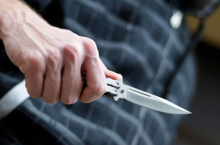 60-ամյա տղամարդը դանակով հարձակվել է իրեն օգնության ձեռք մեկնած շտապօգնության բժշկի վրա
