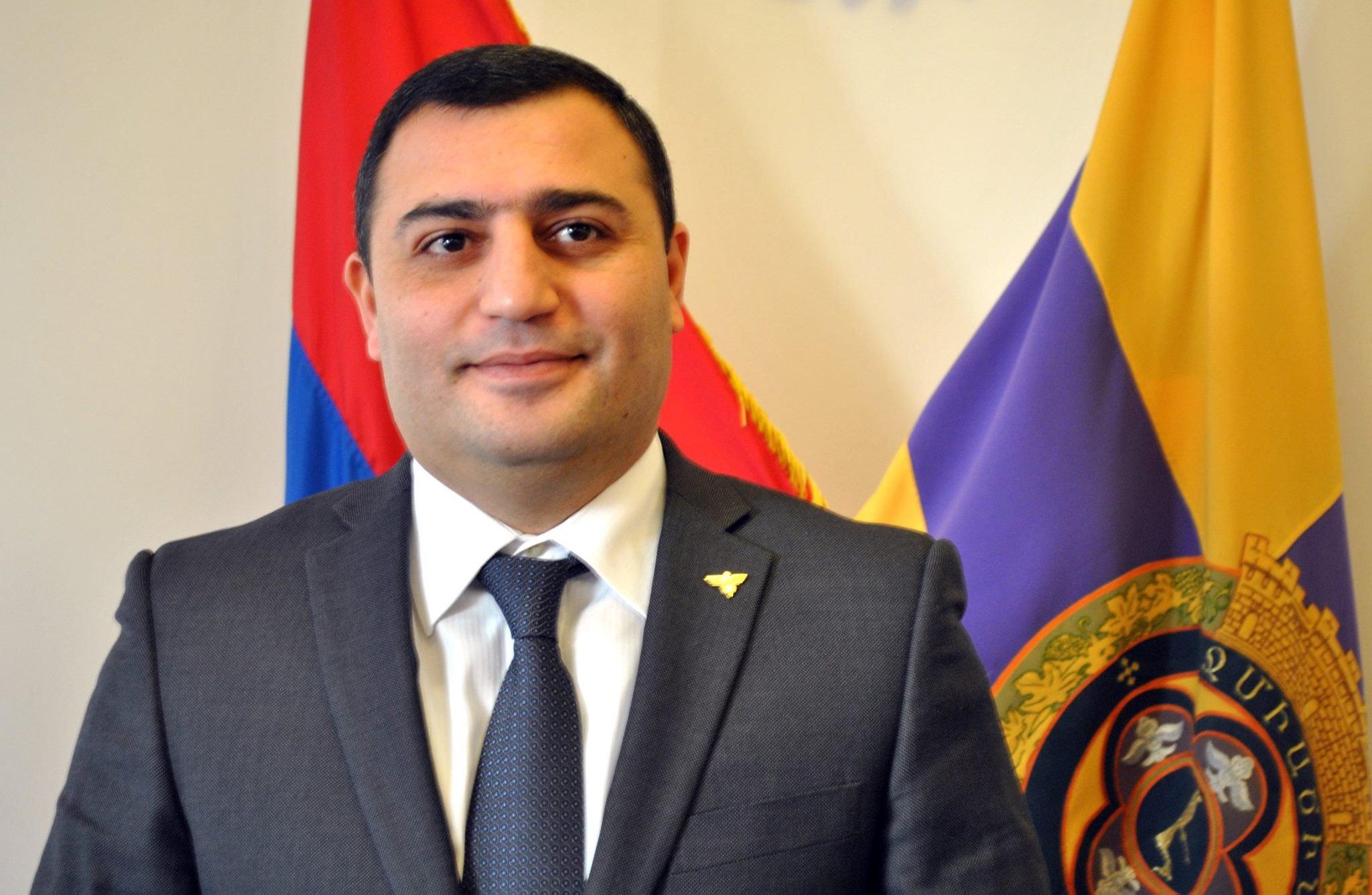 Մանվել Գրիգորյանի որդին հրաժարական է տվել Էջմիածնի քաղաքապետի պաշտոնից