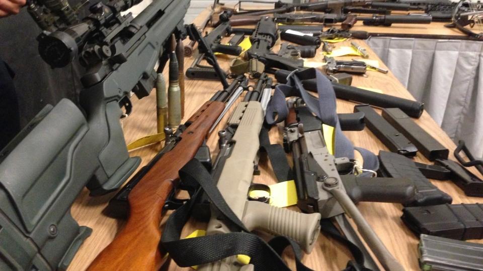 Ոստիկաններն ու քննիչները անակնկալ խուզարկություն են կատարել Արշալույս գյուղում և հայտնաբերել մեծ քանակի զենք ու փամփուշտներ