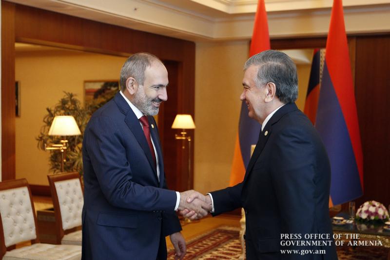 Փաշինյանն Աշխաբադում հանդիպել է Ուզբեկստանի նախագահին