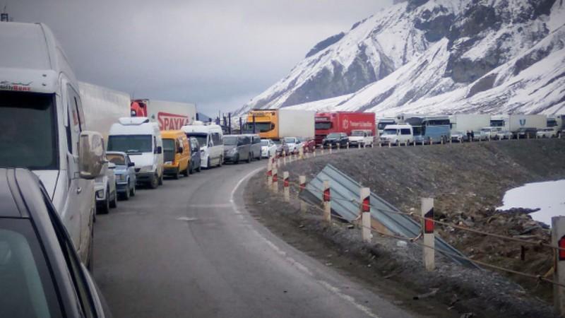 Լարսը փակ է բեռնատարների համար. Ռուսական կողմում կա մոտ 500 կուտակված բեռնատար ավտոմեքենա