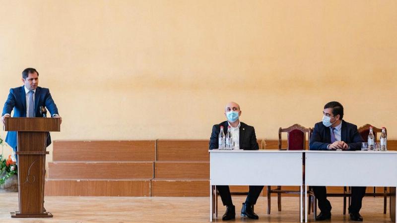 Սուրեն Պապիկյանը Լոռու մարզպետարանի աշխատակազմին է ներկայացրել նորանշանակ մարզպետին