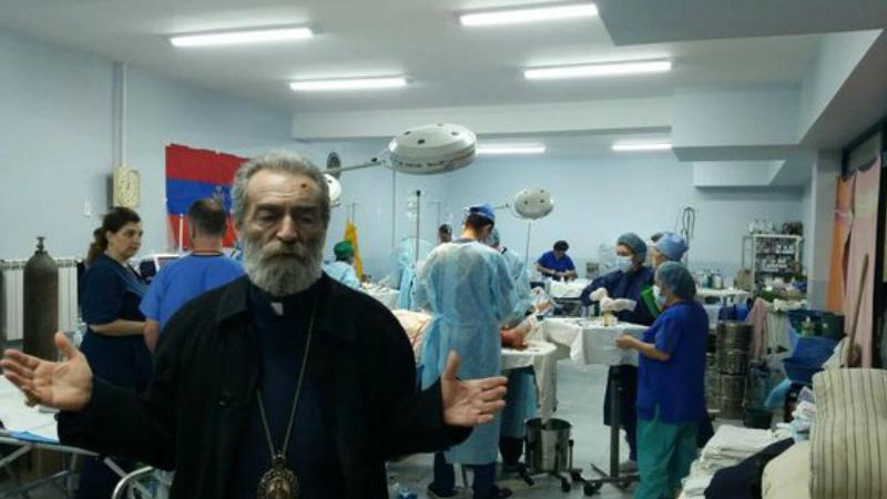 Արցախի թեմի Առաջնորդ Պարգև արքեպիսկոպոս Մարտիրոսյանը հերթական անգամ այցելեց զինվորական հոսպիտալ