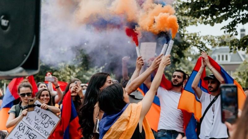 Ֆրանսիայի հայ համայնքը Արցախի անկախությունը ճանաչելու պահանջով բազմամարդ հավաք է անցկացրել