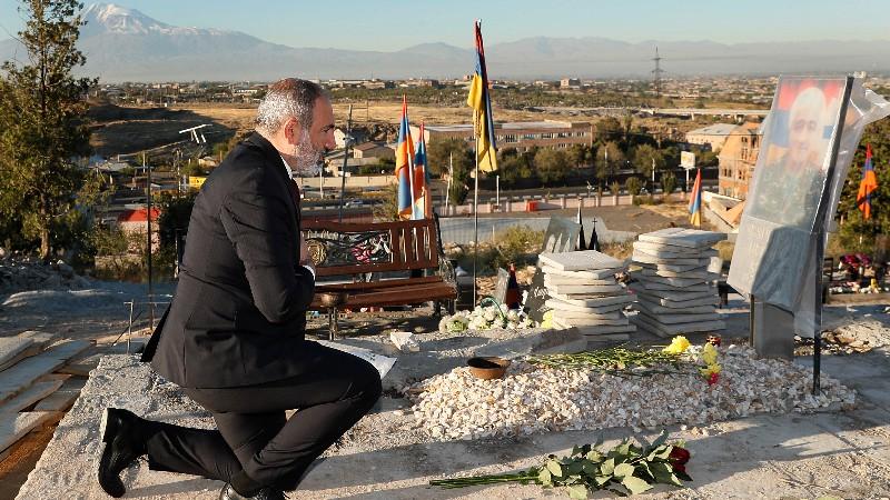 Վարչապետը հարգանքի տուրք է մատուցել 44-օրյա պատերազմում զոհված հերոսների հիշատակին (տեսանյութ)