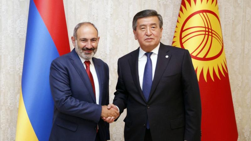 Նիկոլ Փաշինյանը հեռախոսազրույց է ունեցել Ղրղզստանի նախագահի հետ․ զրուցակիցները միմյանց ներկայացրել են համավարակի դեմ պայքարի միջոցառումները