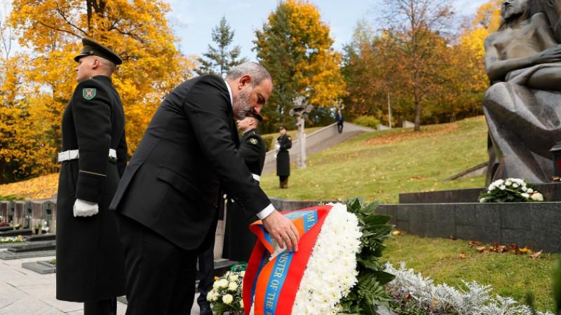 Վարչապետը հարգանքի տուրք է մատուցել Լիտվայի անկախության համար զոհվածների հիշատակին (տեսանյութ)