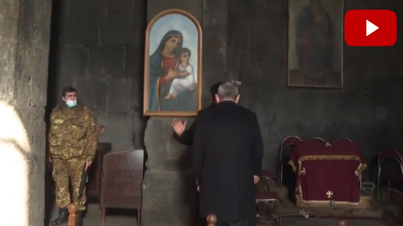 Սիսիանի եկեղեցու հոգևորականը չսեղմեց Փաշինյանի ձեռքը և ցույց տվեց եկեղեցուց ելքը (տեսանյութ)
