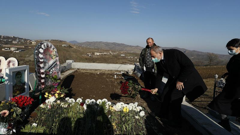 Վարչապետը Տավուշի մարզում հարգանքի տուրք է մատուցել զոհված հերոսների հիշատակին