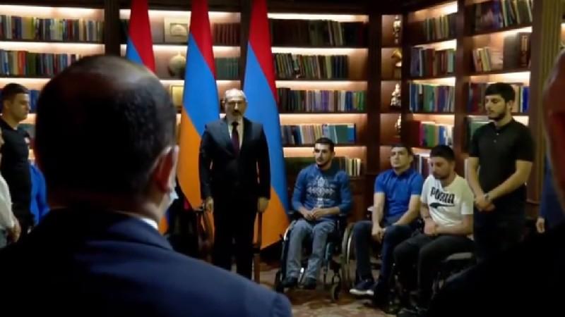 ՀՀ վարչապետը Հայրենիքի պաշտպանների հետ մեկ րոպե լռությամբ հարգանքի տուրք է մատուցել հերոս հայորդիների հիշատակին