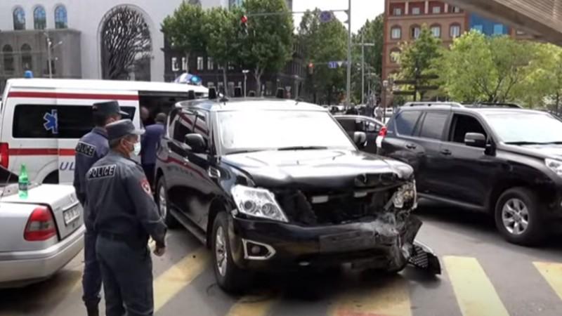 Նիկոլ Փաշինյանին ուղեկցող մեքենայի մասնակցությամբ վթար Կենտրոնում (տեսանյութ)