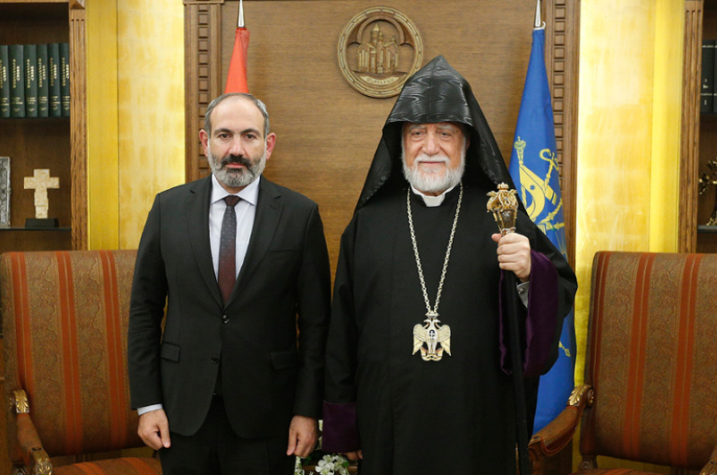 Վարչապետը հեռախոսազրույց է ունեցել Արամ Ա կաթողիկոսի հետ