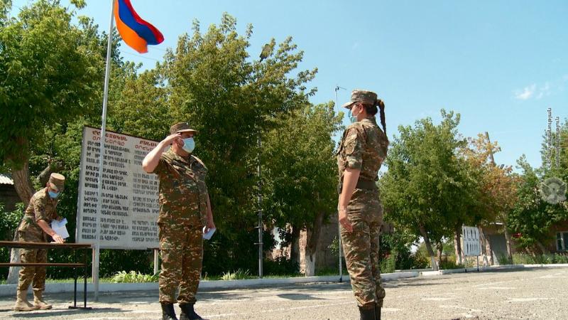 ՀՀ պաշտպանության նախարարի հրամանով մի շարք զինծառայողներ պարգևատրվել են գերատեսչական մեդալներով (լուսանկարներ)