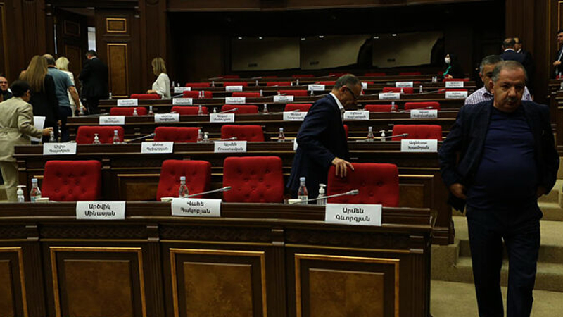 Մի շարք ընդիմադիր պատգամավորներ պահանջում են Պաշտպանության և անվտանգության հարցերի հանձնաժողովի արտահերթ նիստ անցկացնել