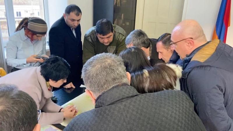 ԼՀԿ պատգամավորները Կապանում հանդիպել են քաղաքապետի հետ