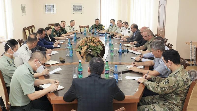 ՊՆ պաշտպանական քաղաքականության գլխավոր վարչության պետն ընդունել է ՀՀ-ում հավատարմագրված ռազմական կցորդներին