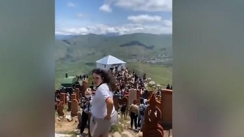 Տեսանյութ է տարածվել, ուր երևում է մարդկանց բազմություն, որոնք առանց դիմակների են (տեսանյութ)