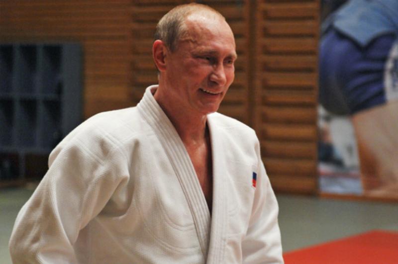 Պուտինը Bloomberg-ի խմբագրին առաջարկել է մրցագորգ դուրս գալ. տեսանյութ