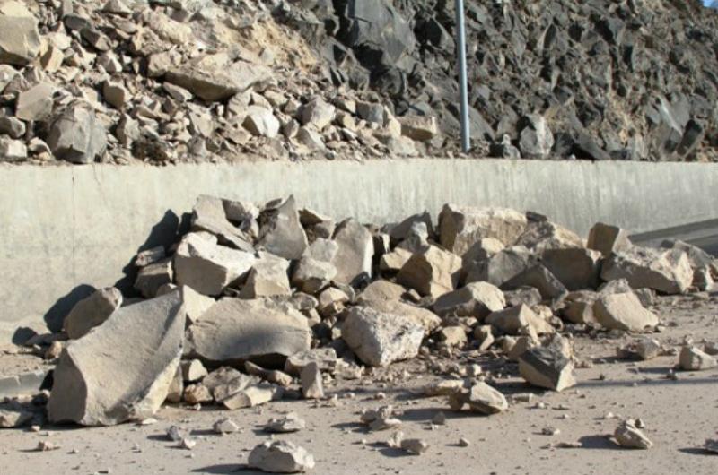 Վանաձոր-Գյումրի ավտոճանապարհն արհեստական քարաթափման պատճառով փակ է