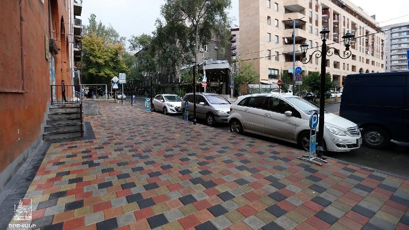 Բարեկարգվում են Կողբացի փողոցի մայթերը․ Քաղաքապետարան