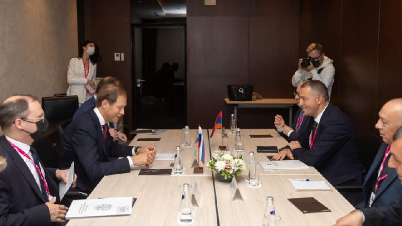 Քերոբյանը հանդիպել է ՌԴ Արդյունաբերության և առևտրի նախարարին
