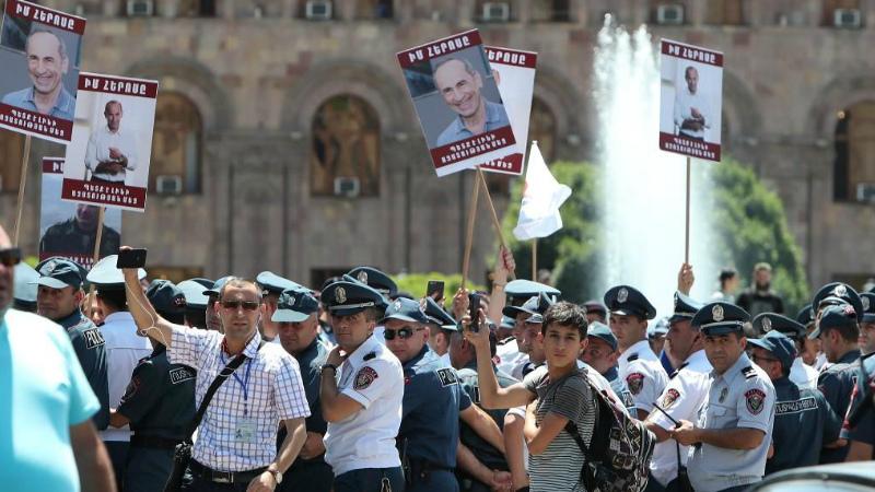 Փողով պայքարողները. Ինչ հույս ունեն Ռոբերտ Քոչարյանի կողմնակիցները. «Ժամանակ»