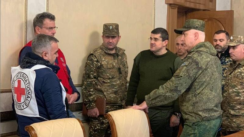 Արցախի նախագահը հանդիպել է ՌԴ զորակազմի հրամանատարի և Կարմիր Խաչի ներկայացուցչի հետ