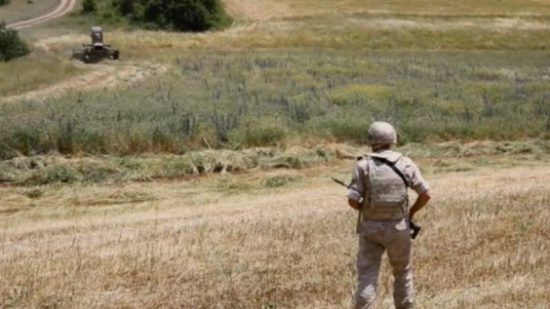 Ռուս խաղաղապահներն ապահովում են Ասկերանի շրջանում խոտ հավաքող տեղի բնակիչների անվտանգությունը