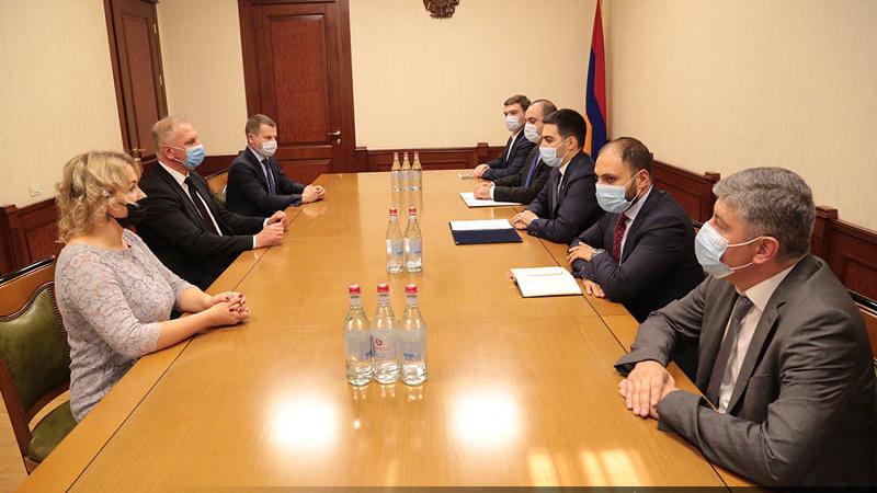 Ռուստամ Բադասյանն ընդունել է Լատվիայի հարկային և մաքսային ոստիկանության պատվիրակությանը