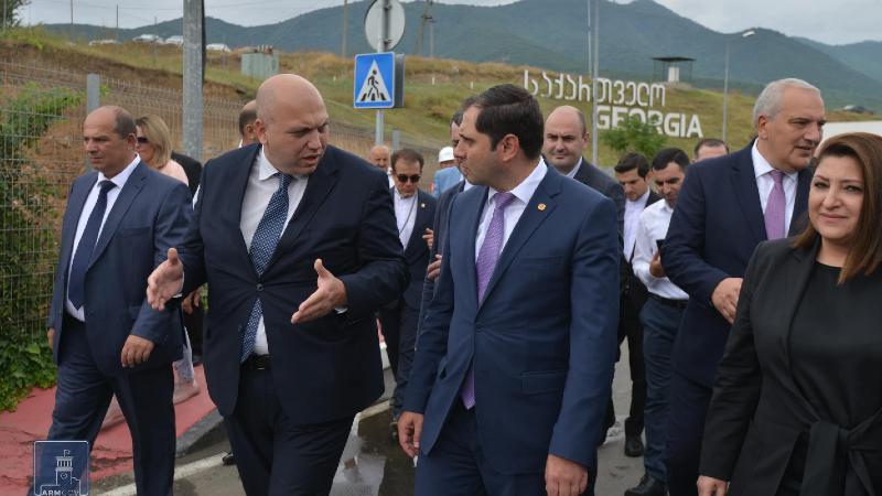 Սադախլո-Բագրատաշեն անցման կետում նոր կամուրջ կկառուցվի. տեղադրվել է շինարարության սկիզբը խորհրդանշող հիմնաքարը