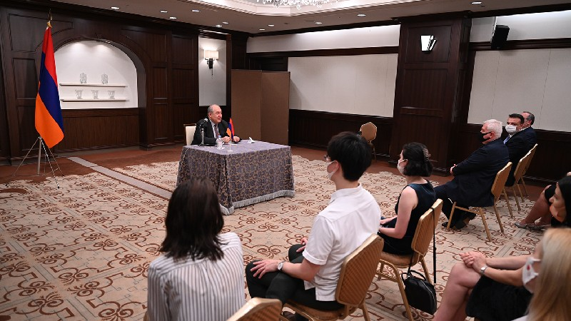 Նախագահ Սարգսյանը հանդիպել է Ճապոնիայի հայ համայնքի ներկայացուցիչների հետ (տեսանյութ)
