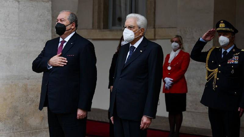 Քուիրինալի պալատի վրա բարձրացվել է ՀՀ պետական դրոշը. տեղի է ունեցել Արմեն Սարգսյանի դիմավորման պաշտոնական արարողությունը (տեսանյութ)