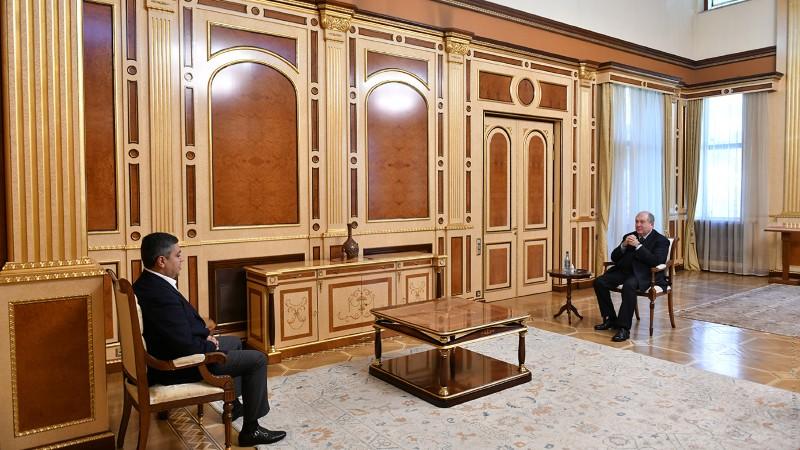 Քաղաքական խորհրդակցությունների շրջանակում նախագահ Արմեն Սարգսյանը հանդիպել է «Հայրենիք» կուսակցության նախագահ Արթուր Վանեցյանի հետ (տեսանյութ)