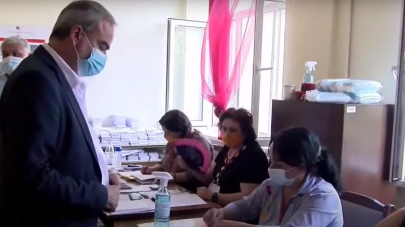 Ժիրայր Սէֆիլյանը քվեարկել է (տեսանյութ)