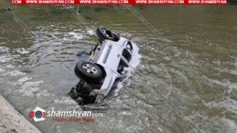 Nissan X-Trail-ը Հրազդանի կիրճում տապալել է էլեկտրասյունը, կոտրել բետոնյա հենապատը և կողաշրջված հայտնվել է Հրազդան գետում