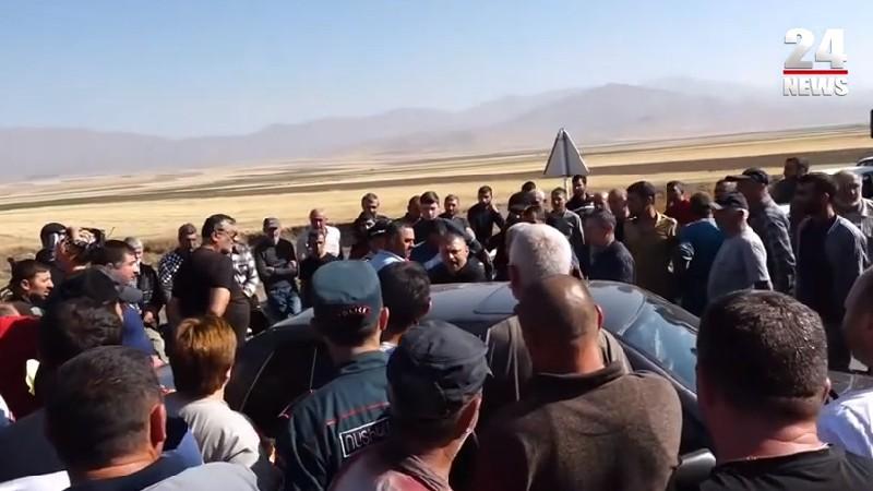 Սոթք-Վարդենիս ճանապարհը փակ է. քաղաքացիները բողոքում են համայնքների խոշորացման դեմ․ (տեսանյութ)