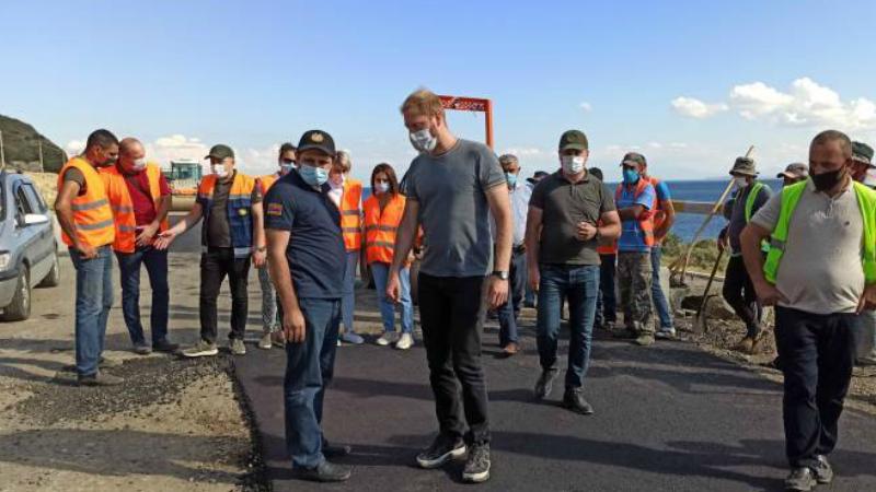 Սուրեն Պապիկյանն այցելեց Սեւան-Շողակաթ-Վարդենիս ավտոճանապարհի շինարարական տեղամաս՝ ծանոթանալու ճանապարհաշինական աշխատանքների ընթացքին