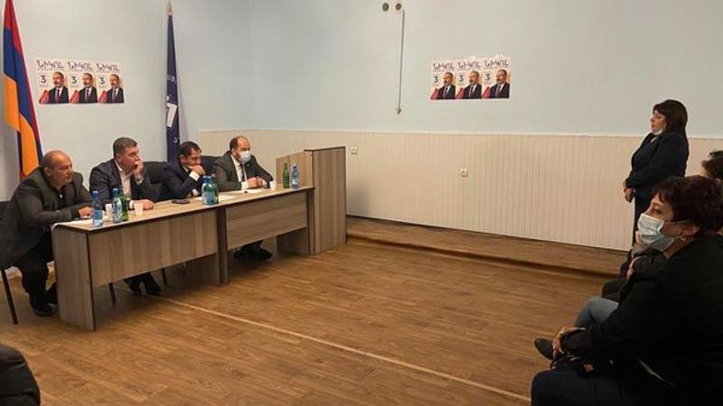 Սուրեն Պապիկյանը հանդիպել է «Քաղաքացիական պայմանագիր» կուսակցությանն անդամակցելու հայտ ներկայացրած քաղաքացիներին