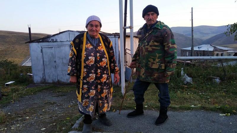 75-ամյա Մարուսյա տատիկը և Գառնիկ պապիկը 100․000 դրամ են փոխանցել Զինծառայողների ապահովագրության հիմնադրամին