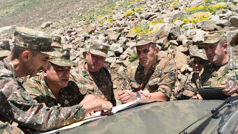 4-րդ զորամիավորման հրամանատարի ղեկավարությամբ զորամասերից մեկի պաշտպանության տեղամասում անցկացվել է դաշտային երթ