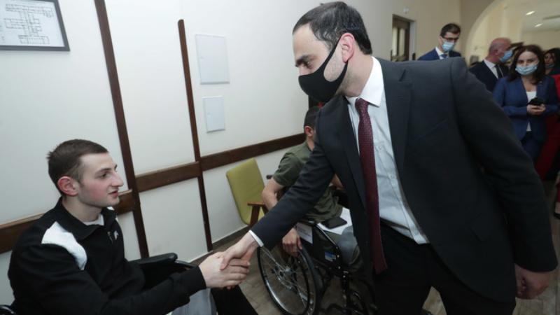 Տիգրան Ավինյանը ծանոթացել է զինվորների բուժման ընթացքին (լուսանկարներ)