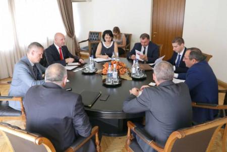 Հայ-բելառուսական տնտեսական համագործակցությունը կընդլայնվի. Արծվիկ Մինասյանը ընդունել է դեսպան Նազարուկին