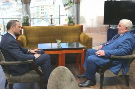 Արմեն Գրիգորյանը հանդիպել է Յուրի Խաչատուրովի հետ