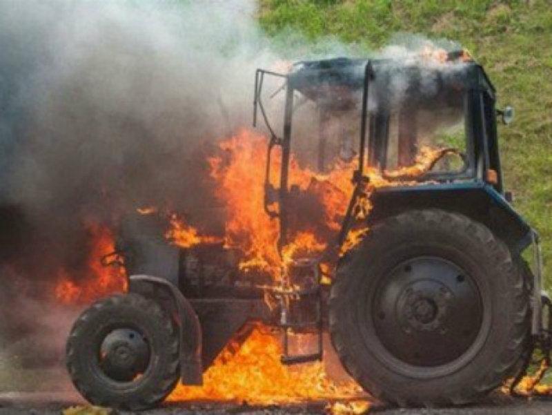Ճամբարակ-Աղբերք ավտոճանապարհի մոտերքում այրվում է տրակտոր