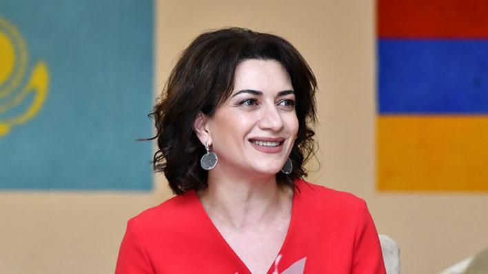 Փնտրում ենք ամանորյա ուրախ մոտիվներով եւ գույներով հայկական արտադրության սվիտրներ. Աննա Հակոբյան