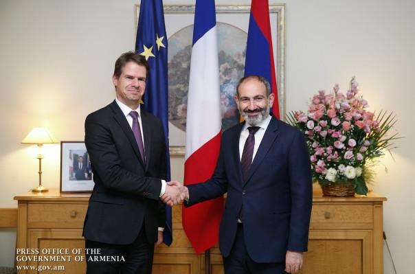 Վարչապետը Ֆրանսիայի Ազգային տոնի առթիվ շնորհավորել է Ֆրանսիայի բարձրագույն ղեկավարությանը, այցելել նաև ՀՀ-ում Ֆրանսիայի դեսպանատուն
