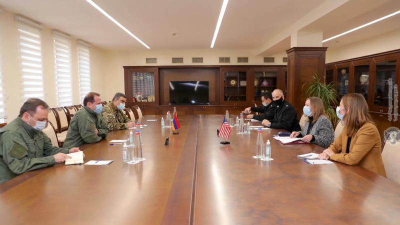 Հայկական ուժերը շարունակում են վստահորեն կատարել իրենց խնդիրները․ Դավիթ Տոնոյանն ընդունել է ՀՀ-ում ԱՄՆ դեսպան Լին Թրեյսիին