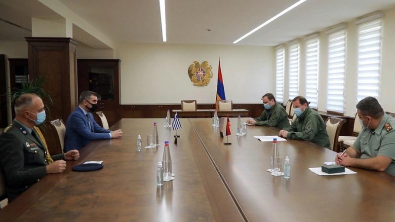 Պաշտպանության նախարարն ընդունել է Հայաստանում Հունաստանի գործերի ժամանակավոր հավատարմատարին